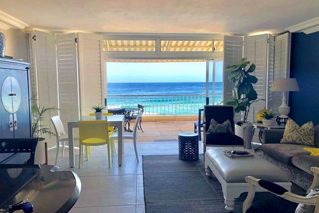 1/20 - Self Catering apartment on Umhlanga's main beach