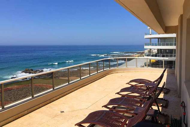 1/13 - Massive balcony - 305 Manor Gardens, Self Catering Apartment Accommodation in Ballito