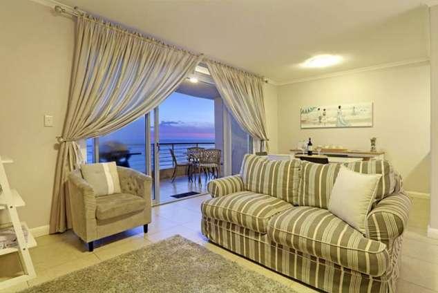 1/20 - Lounge with Balcony