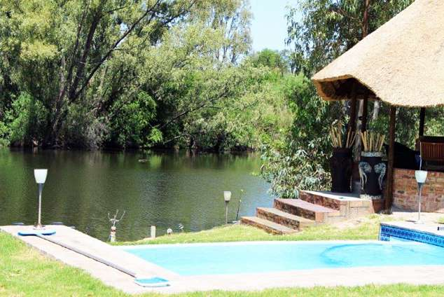 1/20 - Lapa by River 100 metres from cottages