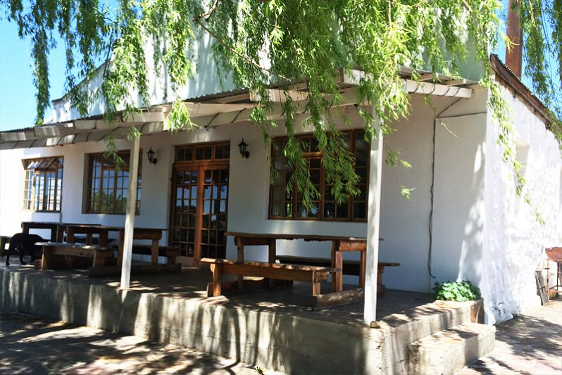 Restaurant with pub lunches and cold beers