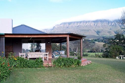 1/12 - Lovely wrap around verandah with views over Mount Lebanon