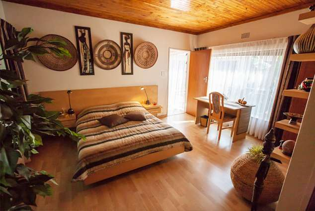 1/10 - Bedroom, Queen size bed, writing desk, roller blinds,WiFi