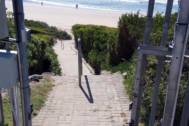 Passage down to beach