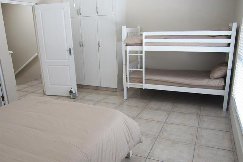 3 bedr FLAT - Room 3 (upstairs)