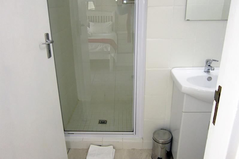 MELISSA en-suite bathroom with shower