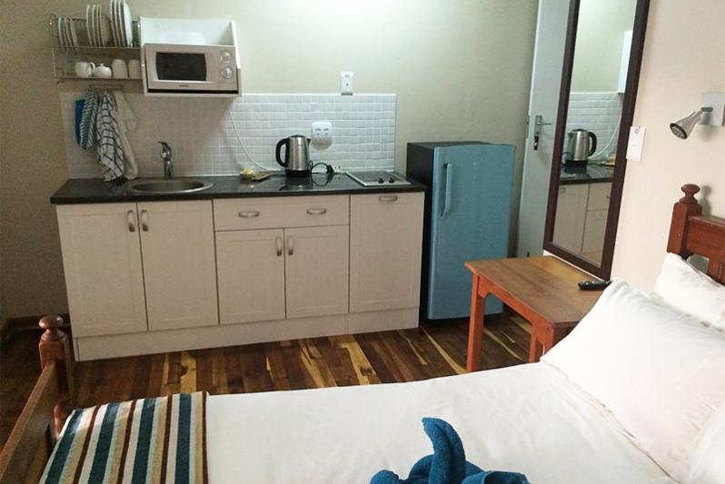 YOLANDIE kitchen area