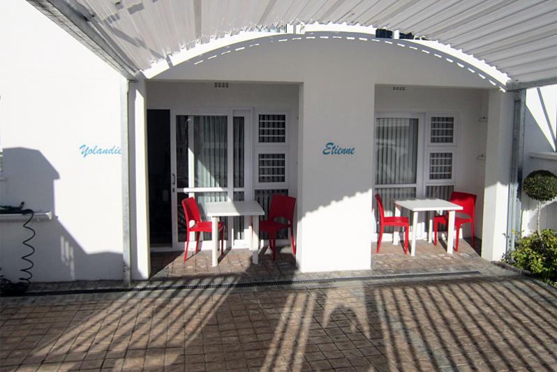 ETIENNE & YOLANDIE parking & entrance