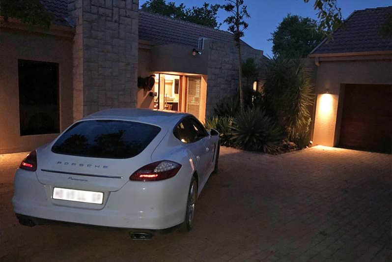 Tranquil and safe arrivals and bushveld stays..