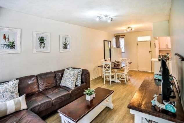 1/10 - Living area