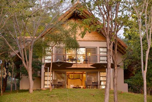 1/30 - Victoria Falls Safari Suites