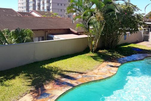1/38 - Swimming Pool