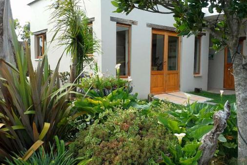 1/22 - Outdoor garden area