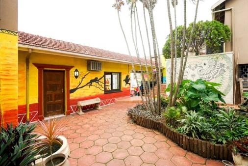 1/25 - Durban North Backpackers / Youth Hostel Accommodation