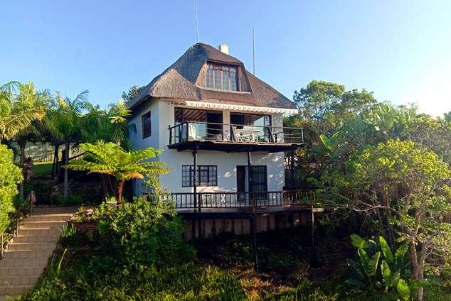 1/24 - Facade of the Unique Seaside House facing the Ocean