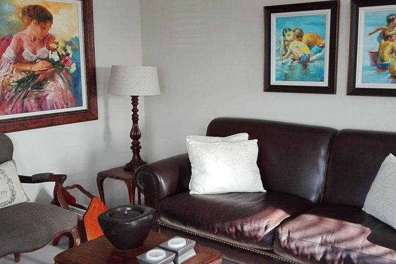 Decor and art in lounge area